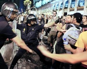 110818_madrid_represion_marcha_antipapa_01