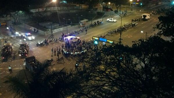 Manifestantes acorralados en Altamira
