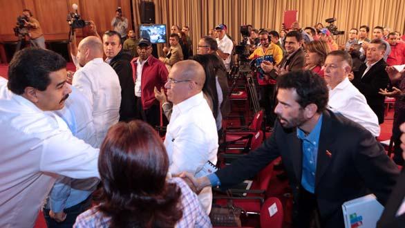 Maduro saluda Capriles