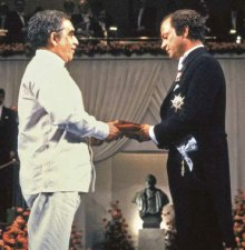Garcia-Marquez-receiving-Nobel-Prize
