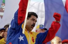 Maduro-sostiene-la-espada-de-B_54421473863_53389389549_600_396